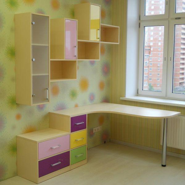 Настенные полки в детскую комнату